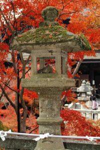 каменный фонарь япония